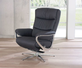 himolla Arctica Zerostress Recliner, shown in black leather in a living room setting.